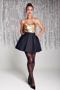 Party outfit idea straight from the House of botta! Flare skirt by Vona combined with a gold top is a real match! Black Pleated Skirt, Pleated Shorts, Night Outfits, Fall Outfits, Outfit Winter, House Party Outfit, Pleaded Skirt, Gold Outfit, Flare Skirt