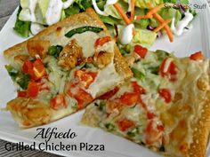 Alfredo Grilled Chicken Pizza . . . ready to go in less than 30 minutes! A delicious way to use leftover chicken. #easydinner #homemadepizza