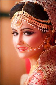 101 Indian Wedding Hairstyles For The Contemporary Bride Indian Wedding Bride, Indian Bridal Wear, Pakistani Bridal, Indian Weddings, Bridal Lehenga, Bridal Looks, Bridal Style, Bridal Accessories, Bridal Jewelry