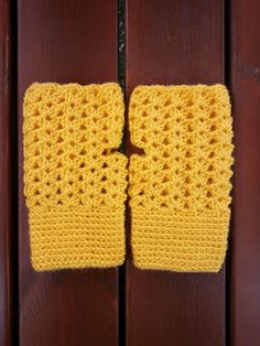 crochet fingerless gloves section of information related to. Arm Knitting, Baby Knitting Patterns, Crochet Patterns, Free Crochet, Knit Crochet, Crochet Bookmarks, Fingerless Mittens, Crochet Gloves, Wrist Warmers