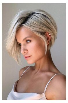 Inverted Bob Hairstyles, Bob Hairstyles For Fine Hair, Short Bob Haircuts, Hairstyles Haircuts, Fashion Hairstyles, Beautiful Hairstyles, Blonde Short Hairstyles, Short Inverted Bob Haircuts, Stylish Short Haircuts