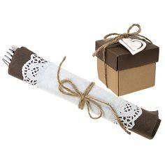 Kakkupapereihin voit kääräistä myös aterimet. Happy Moments -sarjasta löydät kaikki sävy sävyyn lautasliinoista karkkirasioihin.