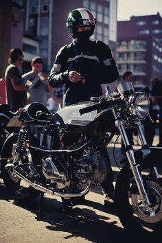 Ducati Pantah being rode by a true Cafe Rider Ducati Motorbike, Ducati Cafe Racer, Cafe Bike, Cafe Racer Bikes, Cafe Racer Motorcycle, Motorcycle Design, Yamaha, Chopper, Ducati Pantah