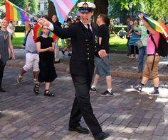 Juho Pylvänäinen marssi Pride