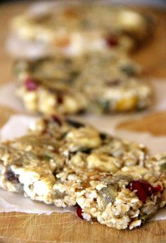 {no-bake} homemade fruit & nut energy bars… Super easy, health, and fast! Perfect for on-the-go breakfasts, quick snacks, or pre-workout fuel.