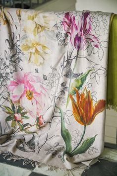 Combo of b/w line art with blooms, Designers Guild Sibylla throw … Designers Guild, Fabric Wallpaper, Pattern Wallpaper, Motif Floral, Floral Prints, Tricia Guild, Luxury Home Decor, Room Themes, Beautiful Interiors