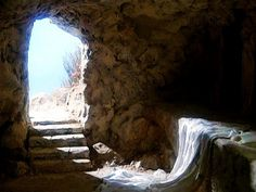 The Lord Jesus Christ captured the Keys of Death. He arose so each one of us can do the same. He defeated death and sin. We are covered by the blood of the Lamb of God! Image Jesus, Empty Tomb, Jesus Is Alive, He Has Risen, Why Jesus, Easter Pictures, Jesus Resurrection, Jesus Pictures, Bible Pictures