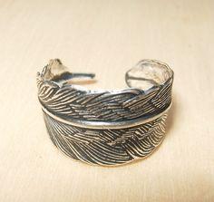 Small Silver Feather Ring Adjustable por xVELVETx en Etsy