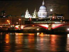 London by night by Allan Engelhardt