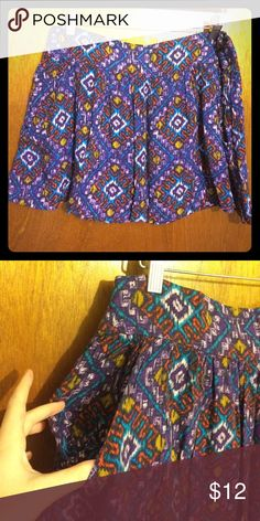 Skirt with Aztec-like print and pockets Side zipper, wide waist band, hits mid thigh. Rarely worn Forever 21 Skirts Circle & Skater
