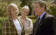 'Midsomer Murders' with Jane Wymark as Joyce, Laura Howard as Cully, and John Nettles as Tom Barnaby. He's deserting them again for another case. Inspector Barnaby, Laura Howard, Bbc Tv Shows, Midsomer Murders, Tv Detectives, Great British, Dead Man, British Actors, Celebs