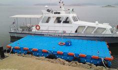This is floating dock located in Daejeon, Korea for passenger pathway.  대전에 설치된 넥스트 플로트의 계류장이며, 승객들의 입선과 하선을 위해 제공되는 플랫폼입니다.