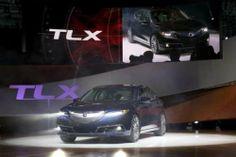 Нью-Йорк 2014 | Спортивный седан 2015 Acura TLX. На автосалоне в Нью-Йорке компания Acura представила серийную версию обновленного седана TLX. Японцы постарались воплотить в ней атлетизм спортивного автомобиля и утонченность моделей премиум-класса. Новинка выглядит действ�