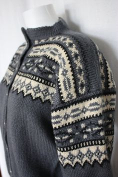 Norwegian cardigan Hand knit thick wool pewter and cream bust 42 USA 12 Knitting Stitches, Hand Knitting, Knitting Patterns, Norwegian Knitting, Scandinavian Pattern, Nordic Sweater, Fair Isle Pattern, Fair Isle Knitting, Vintage Knitting