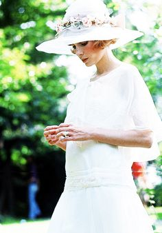 Mia Farrow in The Great Gatsby (1974) Love the hat love the ring LOVE the dress