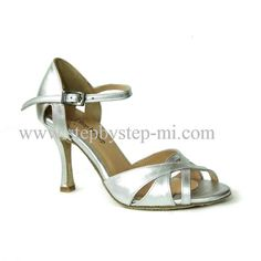 Sandalo semiaperto in pelle argento, suola in bufalo tacco 90 #stepbystep  #ballo #salsa #tango #kizomba #bachata #scarpedaballo #danceshoes  #cute #design #fashion #shopping #shoppingonline #glamour #glam #picoftheday #shoe  #style  #instagood #instashoes  #sandals #sandali   #instaheels #stepbystepshoes #cute  #salsaon2  #argento #silver