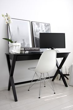 Acrylic Home Office Desks For Your Interior Design Furniture Designs A typical acrylic desk is seen as a beautiful space saver and can provide the right ambiance in any room. The common type of acrylic desks include the. Modern Home Office Desk, Modern Home Offices, Workspace Inspiration, Home Decor Inspiration, Bedroom Minimalist, Kids Room Furniture, Pinterest Home, Office Decor, Office Ideas