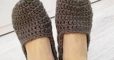 Ahoj háčkomilky,   dneska jsem pro vás připravila návod, na který jsem se už asi rok chystala. Je to návod na bačkůrky na dospěláky. ... Slippers, Fashion, Moda, Sneakers, Slipper, Fasion, Trendy Fashion, Flip Flops, La Mode