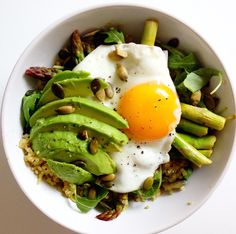 Quinoa Heaven Bowl with quinoa, lemon roasted asparagus, avocado, toasted seeds, rocket and a perfectly fried egg. Grain Foods, Foods With Gluten, Vegetarian Dinners, Vegetarian Recipes, Healthy Breakfast Recipes, Healthy Recipes, Healthy Breakfasts, Healthy Meals, Clean Eating