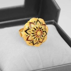 Owing to Marathi religious & traditional value, we offer exquisite range of latest designs for Indian traditional gold diamond jewellery, maharashtrian wedding / bridal ornaments and designer Indian jewellery. Gold Ring Designs, Gold Bangles Design, Gold Earrings Designs, Gold Jewellery Design, Gold Jewelry Simple, Gold Rings Jewelry, Bridal Jewelry, Tika Jewelry, Bridal Bangles