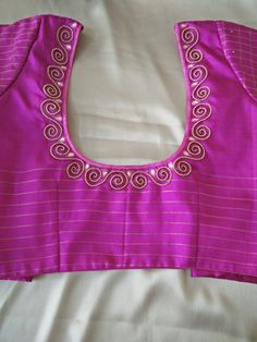Cutwork Blouse Designs, Saree Blouse Neck Designs, Simple Blouse Designs, Stylish Blouse Design, Kurti Embroidery Design, Embroidery Neck Designs, Simple Embroidery, Embroidery Patterns, Hand Embroidery