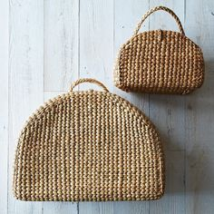 Handwoven Picnic Tote on Provisions by Handgewebte Picknicktasche von My Bags, Purses And Bags, Basket Bag, Summer Bags, Summer Picnic, Beautiful Bags, Fashion Bags, Straw Bag, Hand Weaving