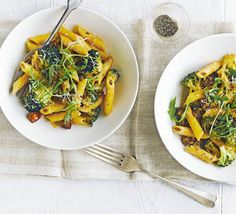 Fuse Italian pasta with spicy, Spanish paprika sausage in this midweek supper with greens and cream cheese, from BBC Good Food. Broccoli Lemon, Broccoli Pasta, Broccoli Recipes, Pasta Recipes, Appetizer Recipes, Broccoli Salads, Mushroom Broccoli, Broccoli Stems, Gourmet
