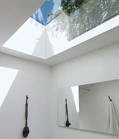 Ahh skylight detail in the bathroom! The idea is great...