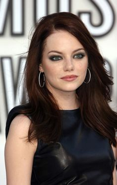 rich, coppery auburn hair color, maybe I should try this color!!