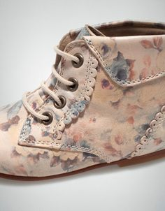 Leather boot with flowers #kidsshoes