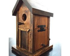 Rustic Birdhouse Handmade of Reclaimed Oak and Pine Bird House Plans, Bird House Kits, Bird Houses Painted, Bird Houses Diy, Homemade Bird Houses, Bird House Feeder, Bird Feeders, Home Building Tips, Birdhouse Designs