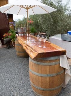 DIY outdoor bar ideas using wine barrels