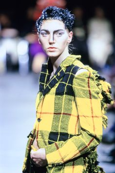 Comme des Garçons Fall 2000 Ready-to-Wear Accessories Photos - Vogue Quirky Fashion, High Fashion, Fashion Show, Vintage Fashion, Fashion Design, Kilt Accessories, Rei Kawakubo, Comme Des Garcons, Beautiful Outfits