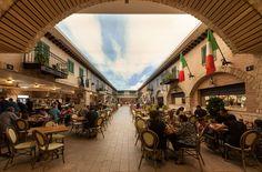 """הרחוב האיטלקי ב""""מרכז המזון"""" בנצרת עילית (ונא לא לעשות השוואות עם לאס וגאס). חמש שנות עבודה, שש קומות, השקעה של 300 מיליון שקל, מקום עבודה לכ-600 איש ( צילום: אלעד גונן )"""
