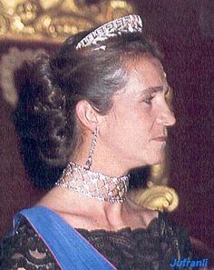 e52197109d6fbd8e594d0ad8b750a847--royal-jewels-crown-jewels.jpg