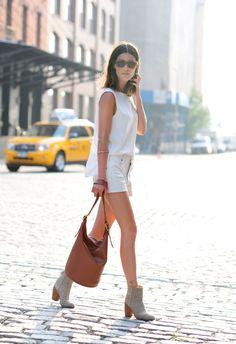 Love the simplicity of this look. Classic, light, & elegant.