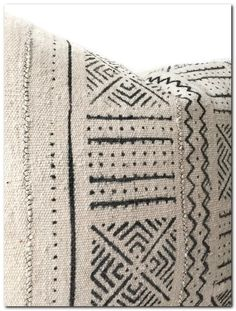 Aesthetic Mudcloth Pillow Will Make Your Living Room Gorgeous - The Urban Interior Designer Pillow, Pillow Design, Boho Pillows, Throw Pillows, African Textiles, African Mud Cloth, Home Accessories, Pillow Covers, Hand Weaving