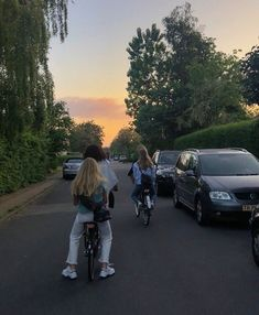 Going to work tgt Best Friend Pictures, Friend Photos, Summer Nights, Summer Vibes, Summer Sunset, Cute Friends, Best Friends, Find Friends, Flipagram Instagram