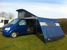Side canopy - leave the rail ON the van. And the canopy IN the van. Vw Transporter Camper, Vw T5 Campervan, Campervan Interior, Truck Camper, Campervan Awnings, Camper Van, Camping Hacks, Vw Camping, Vw Bus