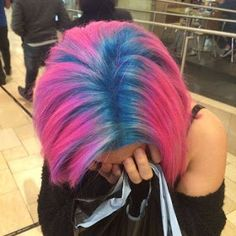 Blue and pink hair. I love this because it looks like shes dyed her hair pink, and her natural blue roots are growing in. Ombré Hair, Dye My Hair, Her Hair, Hair Dye Colors, Cool Hair Color, Bright Hair Colors, Love Hair, Gorgeous Hair, Blue And Pink Hair