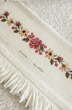 This Pin was discovered by Nak Cross Stitch Borders, Cross Stitch Rose, Cross Stitch Flowers, Cross Stitch Designs, Cross Stitching, Cross Stitch Patterns, Hand Embroidery Patterns, Ribbon Embroidery, Cross Stitch Embroidery