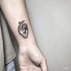 tattoo heart anatomical line wrist Mini Tattoos, Love Tattoos, Small Tattoos, Tatoos, Father Daughter Tattoos, Tattoos For Daughters, Real Tattoo, Creative Tattoos, Piercing Tattoo