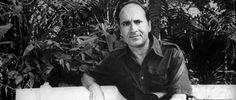 Juan Manuel Puig Delledonne fue un escritor argentino, fundamentalmente famoso por sus novelas Boquitas pintadas y El beso de la mujer araña. Nació el 28 de diciembre de 1932, General Villegas, Argentina y falleció el 22 de julio de 1990, Cuernavaca, México.