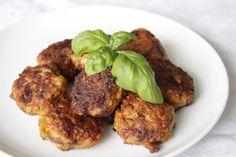 Mediterraanse Kipgehakt Balletjes - Hungry For Healthy Food Healthy Food, Healthy Recipes, Tandoori Chicken, Meat, Ethnic Recipes, Recipes, Healthy Foods, Healthy Eating Facts, Healthy Eating Recipes
