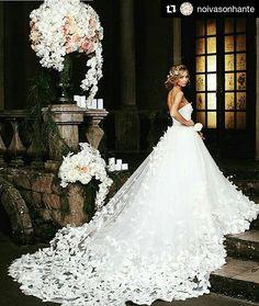 #Repost @noivasonhante with @repostapp ・・・ Lindo vestido Via: @beatifuidress #noivasonhante #vestido #vestidos #vestidodenoiva #vestidosdenoiva #noiva #noivas #noivalinda #voucasar #meudia #linda #amor #felicidade #diafeliz #detalhes #casamento #meucasamento #casar #casei #casamentos #prontaparaosim #entradadanoiva #weddingday #wedding #weddings #weddingdress #evedeso #eventdesignsource - posted by s.a https://www.instagram.com/s_fashion_kw. See more Wedding Designs at http://Evedeso.com