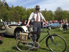 Vem vill ha en MG från 1938? Och vad är väl en bal på slottet?