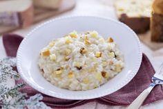 Il risotto al panettone è un primo piatto saporito e cremoso realizzato con gli avanzi del panettone.