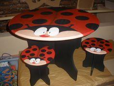 Mesa en mdf con banquitos para niños
