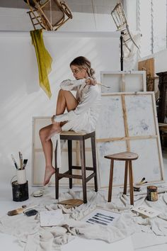 What is Your Painting Style? How do you find your own painting style? What is your painting style? Girl Artist, Painter Artist, Artist Life, Artist Painting, Artist At Work, Art Girl, Painter Photography, Photography Poses, Painters Studio