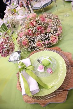 piatti colorati e cup cake di tessuto